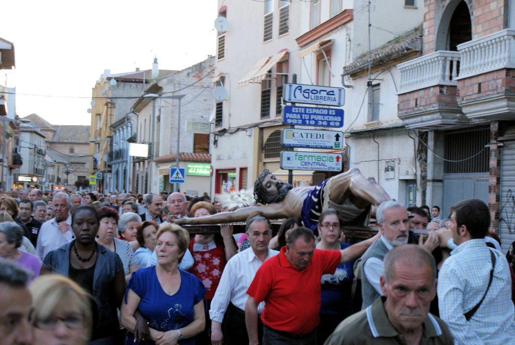 Albolote procesiona al Cristo de la Salud tradiciones